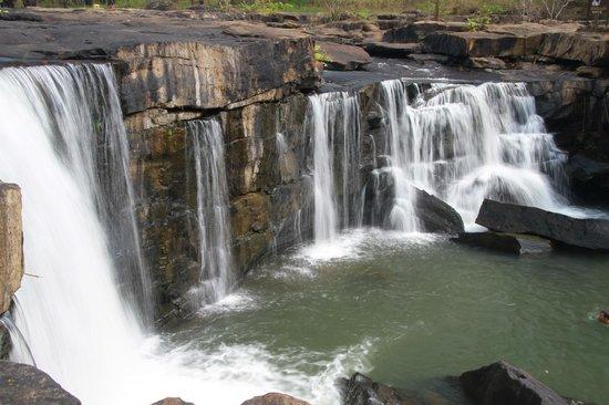 tat-ton-waterfall